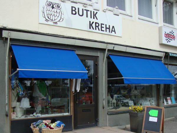 Bilden visar ingången till butik Kreha