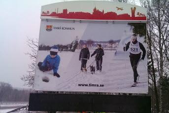 Bilden föreställer Timrå kommuns digitala infartsskylt.