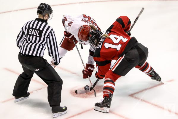 Bilden föreställer en hockeymatch med Timrå IK