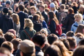Bilden visar en folkmassa.
