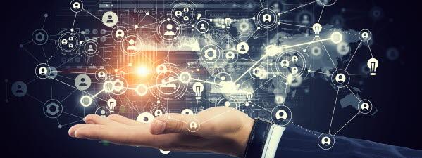 Bilden föreställer en hand som visar ett digitalt system.