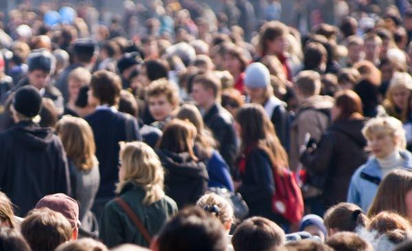 Bilden föreställer folksamling.