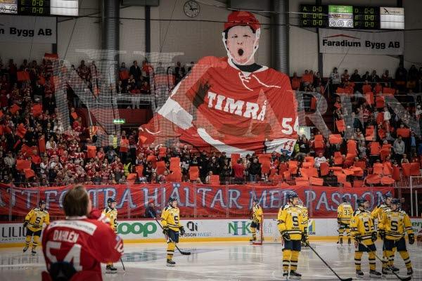 Bilden föreställer en ishockeymatch i NHK Arena. Foto Markus Lundkvist