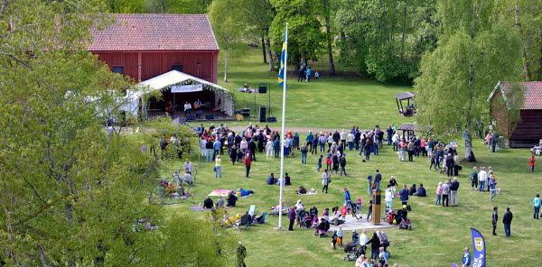 Bilden föreställer nationaldagsfirande på Vivstavarv.