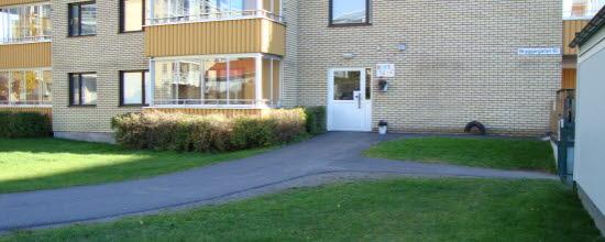 Bilden visar korttids entré på Bryggargatan 10 i centrala Timrå
