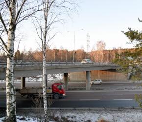 Bilden föreställer bron över E4:an, trafikplats Timrå 321.