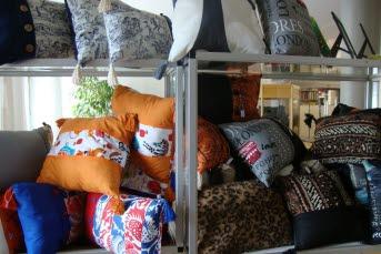 Bilden visar kuddar i butik Kreha